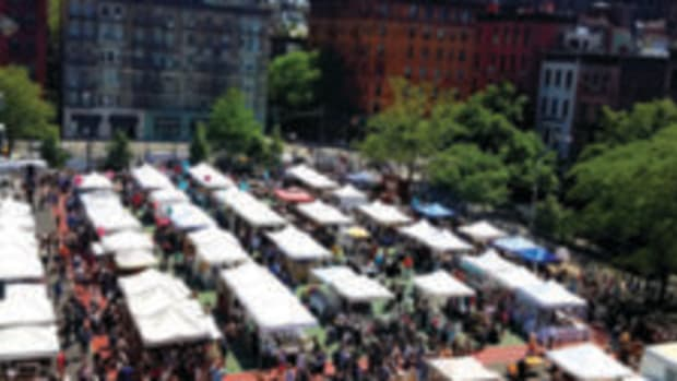 Grand Bazaar NYC crowd photo
