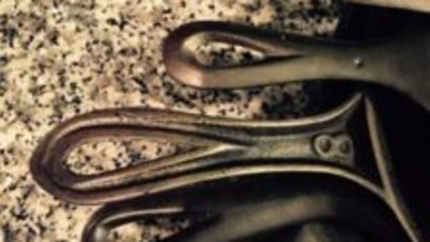Cast iron skillet handles