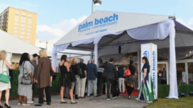 Crowds at the entrance to the Palm Beach Modern + Contemporary Art Fair. Photo Credit Dylan Rives Getty Images for Art Miami