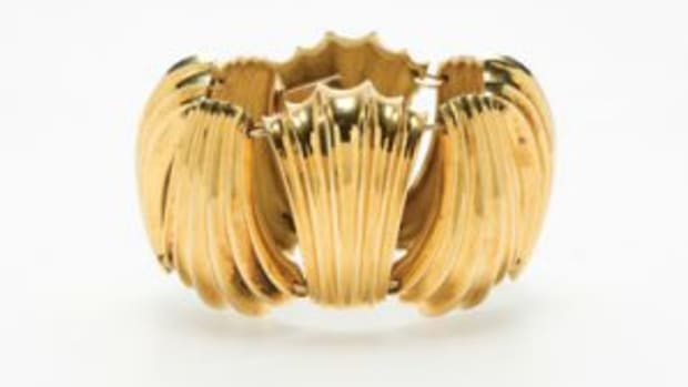 Shell-form bracelet