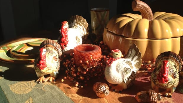 Tom Johnson's table looking whimsical and welcoming with turkeys, acorns, Metlox dinnerware and a fall-themed tablecloth. Image courtesy of Tom Johnson