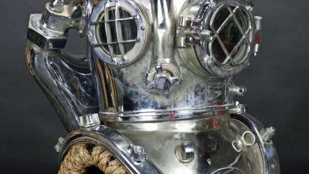 U.S. Navy Mark V mixed gas diving helmet