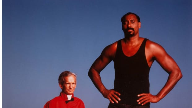 Wilt Chamberlain and Willie Shoemaker, Los Angeles, 1987, by Annie Leibovitz.