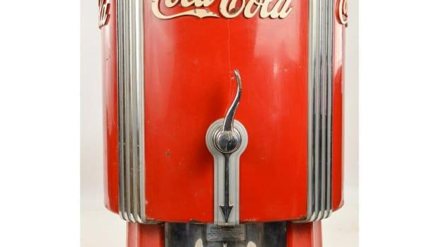 1933 Coca-Cola dispenser
