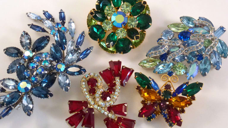 How to pick vintage rhinestone jewelry that sells