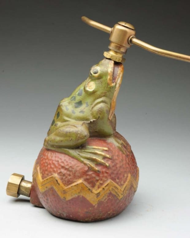 Cast-iron frog on ball sprinkler