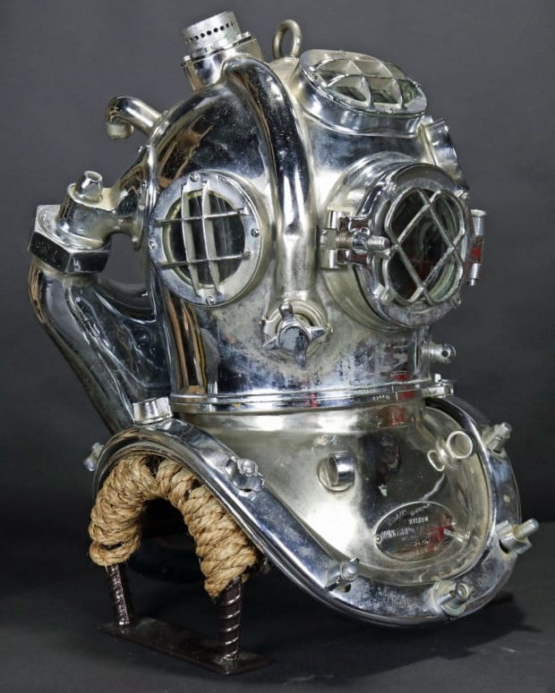 U.S. Navy Mark V mixed gas diving helmet