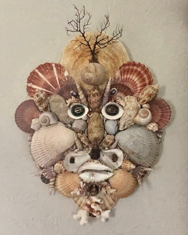 An honest-to-goodness seashell mask made in the style of Renaissance artists. See that in a thrift shop and there's no passing it up. Right?