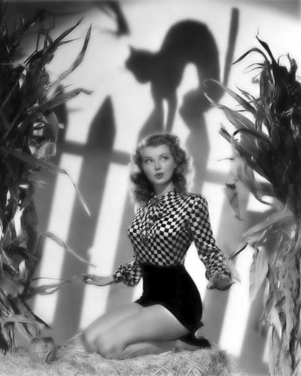 """Model and pinup girl Lillian Wells, 1940s. Wells later got into acting and is known for """"Dead Reckoning,"""" """"Down to Earth"""" and """"Framed,"""" all from 1947."""