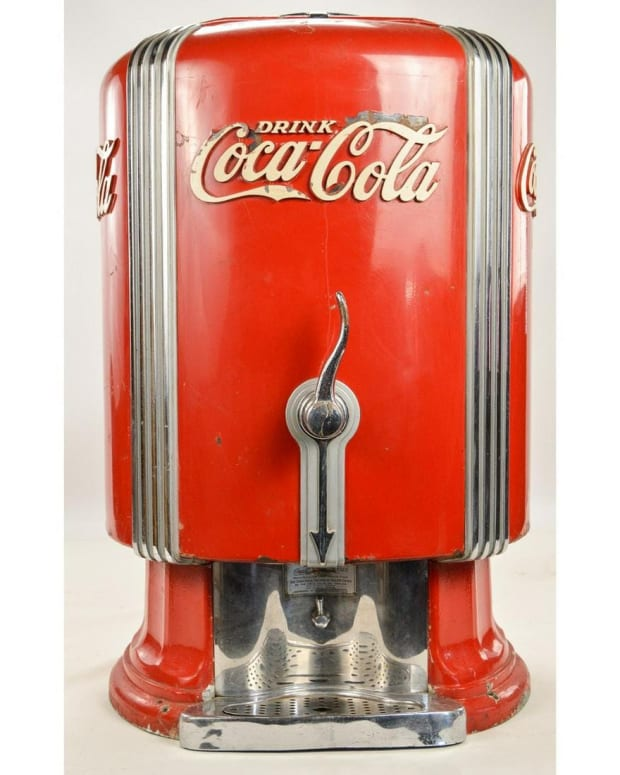 1933 Coca-Cola dispenser