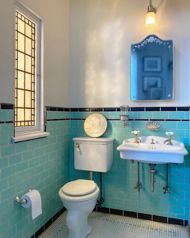 A 1929 powder room filled with tiny Art Deco details,  including the clamshell-shaped soap dish above the sink.