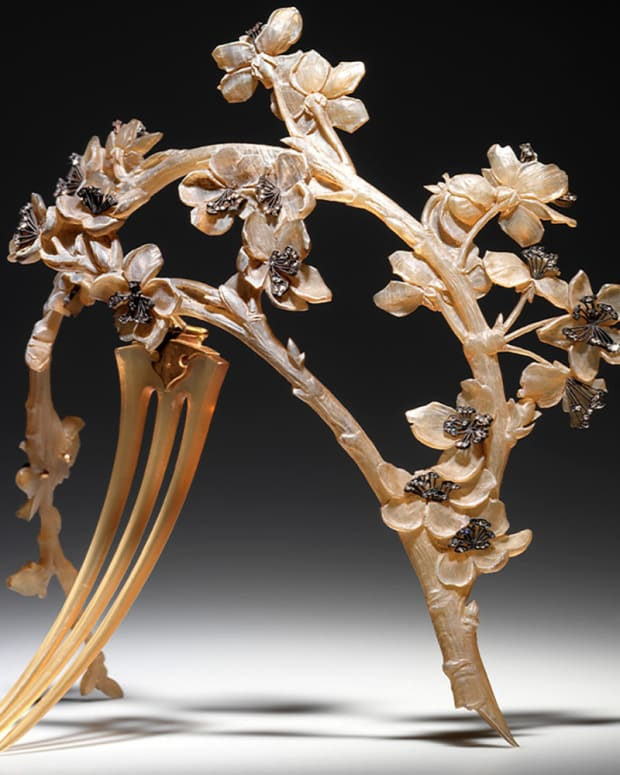 """""""Branche de Pommier"""" Diadème: The influence of the naturalism of Japanese art can also be seen in this horn, diamonds and gold """"Apple Tree"""" diadem, c. 1901-02. The elegant apple tree bough, characterized by its decorative simplicity, is another example of the wonderful and inexhaustible botanical repertoire that inspired so much of Lalique's work throughout his career."""