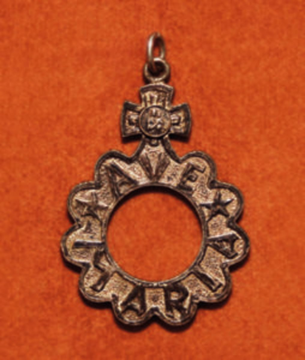 Finger rosary with Ave Maria inscription