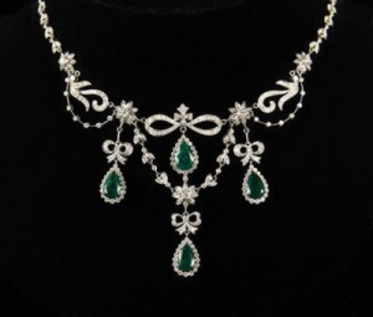 White gold, emerald necklace