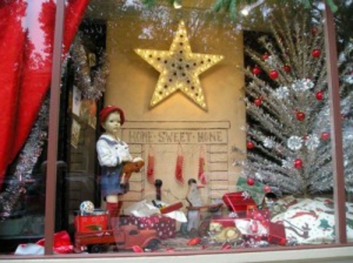 Antique shop window decked out for the holidays. Courtesy of Pinterest