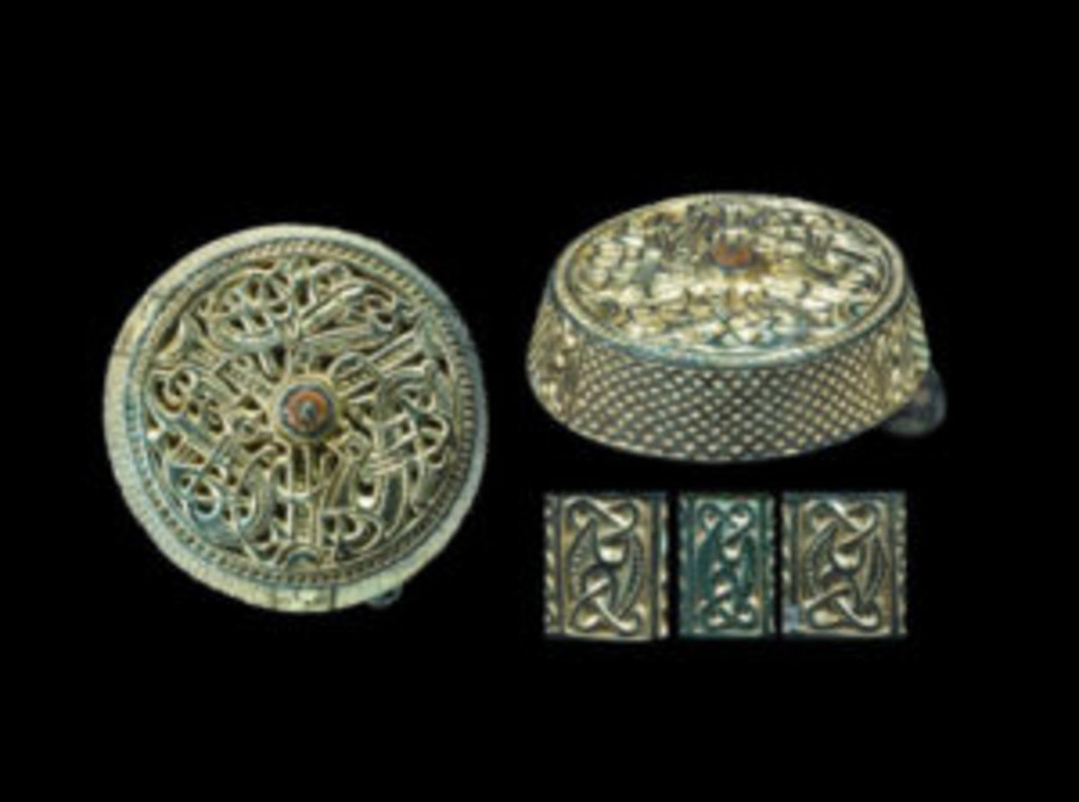 Viking box brooch