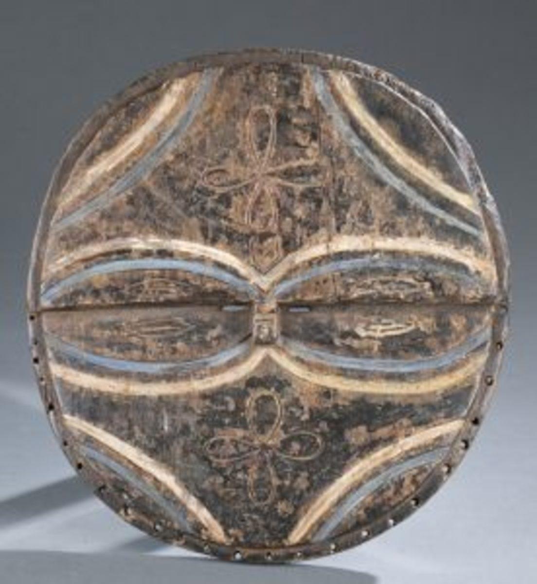 Oval eyes wood mask