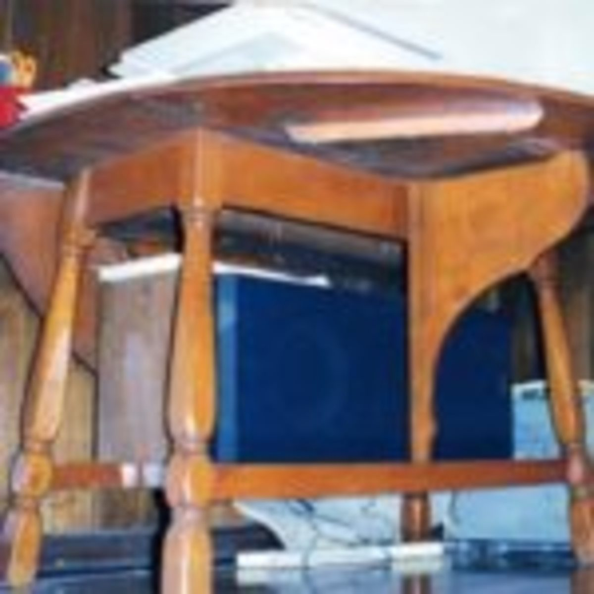 """This Colonial Revival reproduction of a William & Mary style butterfly table shows how the drop leaf is supported by the moving """"butterfly."""" (Fred Taylor photo)"""