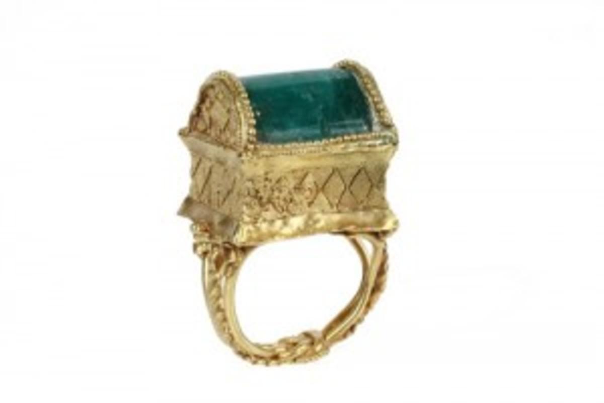 Greek emerald gold ring