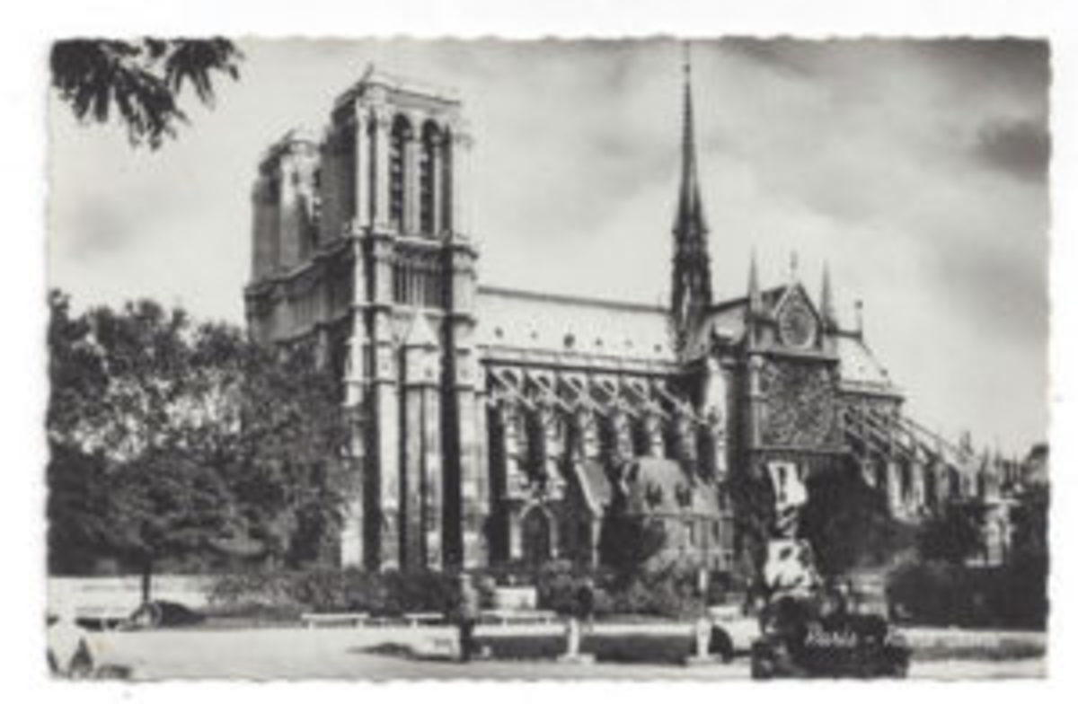 "Realphoto postcard, ""Paris - Notre-Dame,"" deckled edge, by Gani."