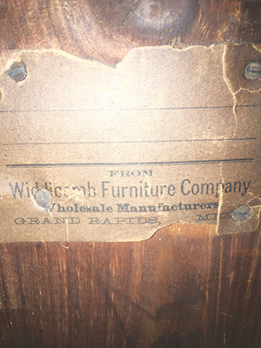The all-important paper label is key in finding out more information about this piece. All images are courtesy of Elaine Parks