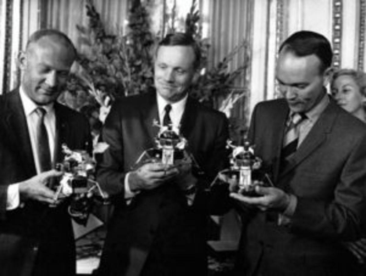 Apollo II team with replicas during Paris tour