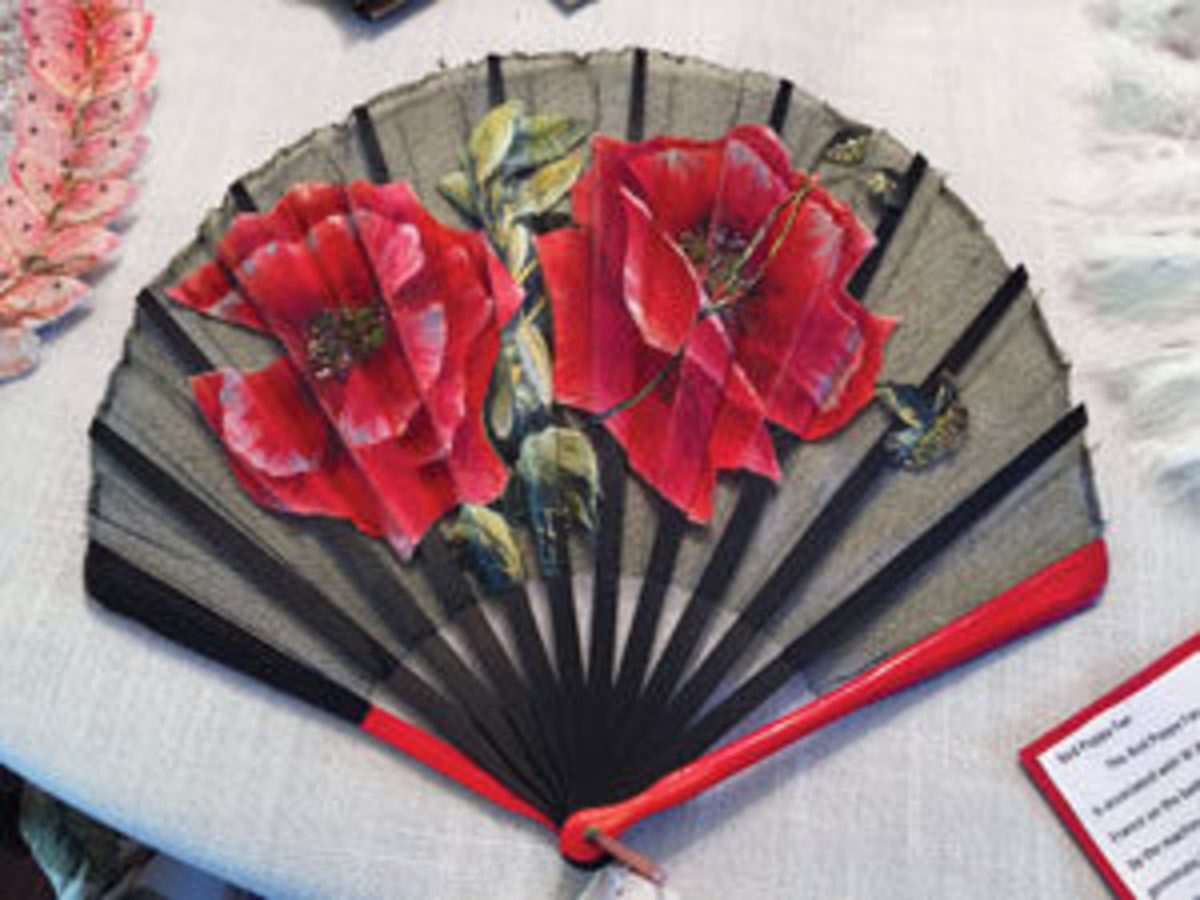 A red flower fontange fan.