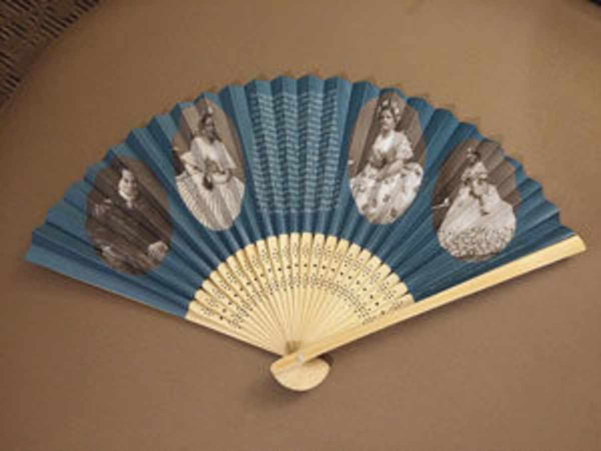A modern souvenir fan with photos of Mary Lincoln, from a private collection.