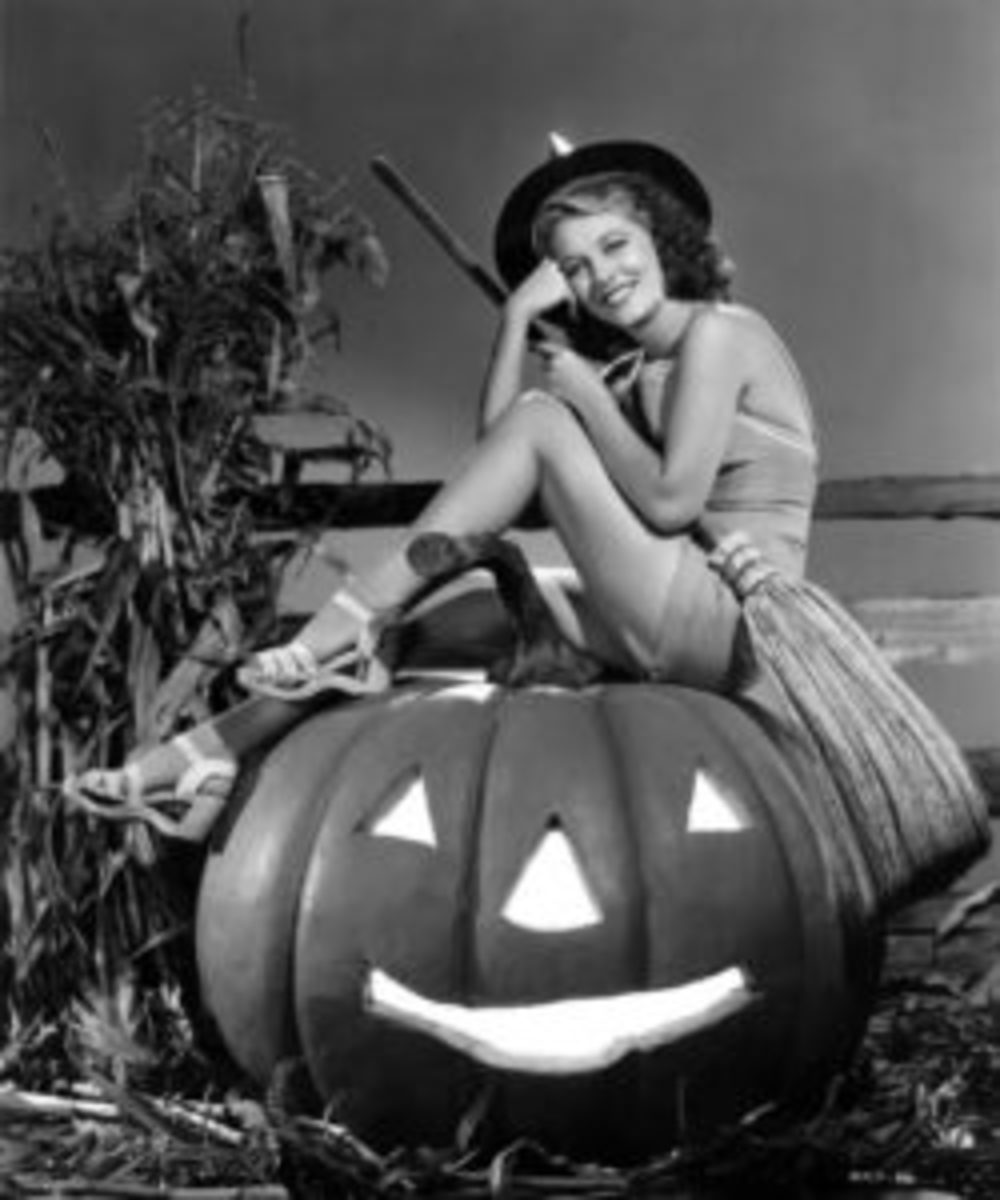 Anne Nagel in a publicity still for Universal in 1939-1940. Nagel starred in adventures, mysteries, and comedies for twenty-five years, and also appeared in television series in the 1950s, including The Green Hornet.