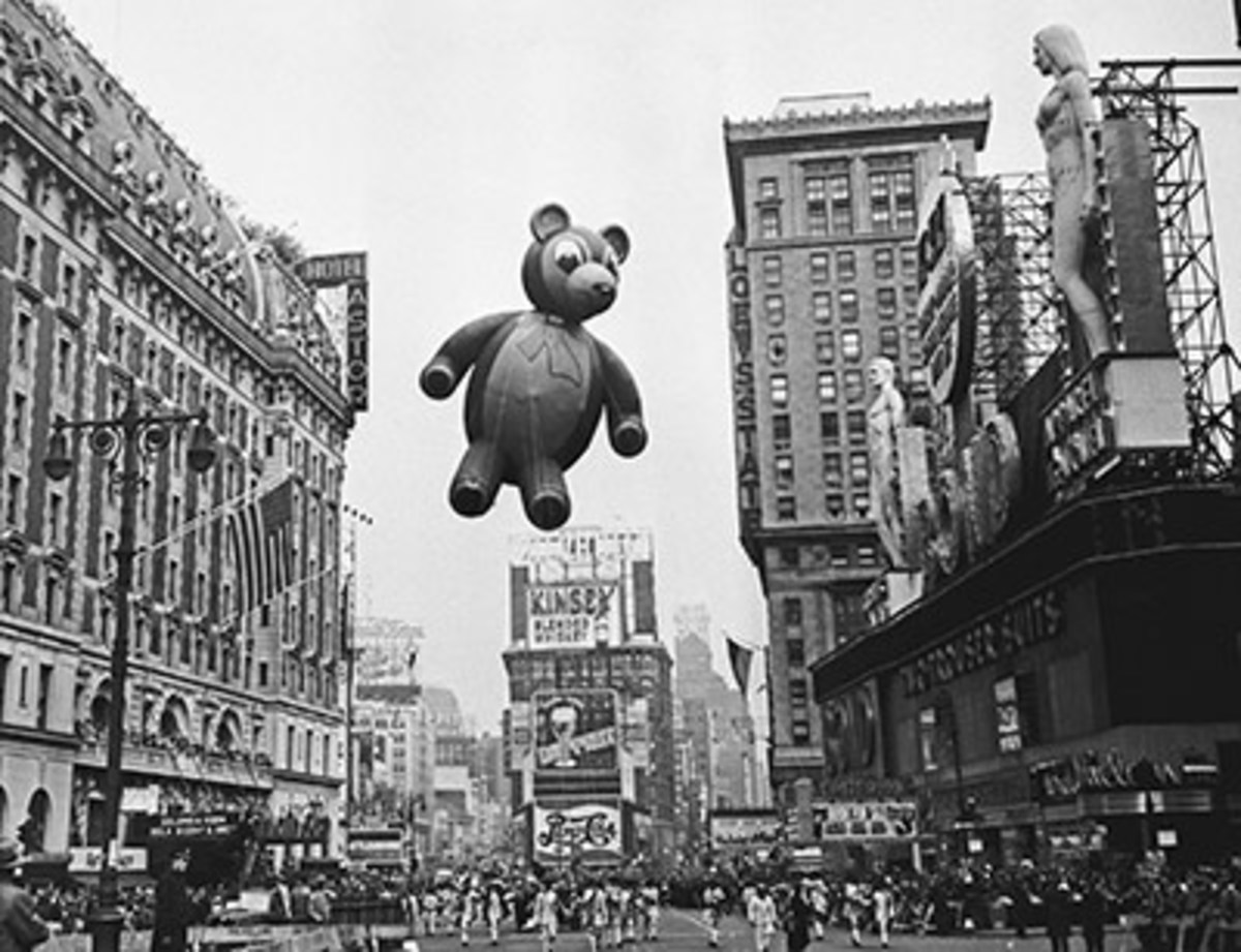 A teddy bear flies high and looks down on the crowd in 1949. Photo: Bettmann/Contributor/Getty