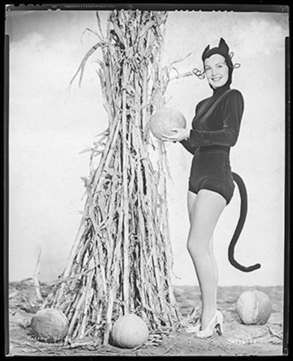 A fun image for Halloween of Audrey Young in a cat suit, taken at Paramount in the 1940s. Young appeared in nearly two dozen films from 1944-49, was also a a big-band singer and was the wife of legendary director Billy Wilder.