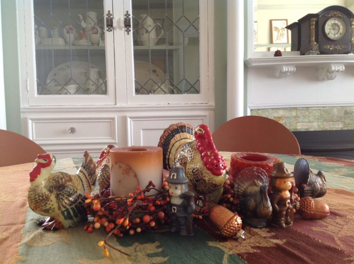 Another view of Tom's table with turkeys, pilgrims, acorns and other festive touches. Image courtesy of Tom Johnson