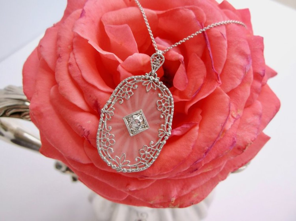 Feminine, delicate and enough to make you swoon: a 1920's carved quartz necklace.