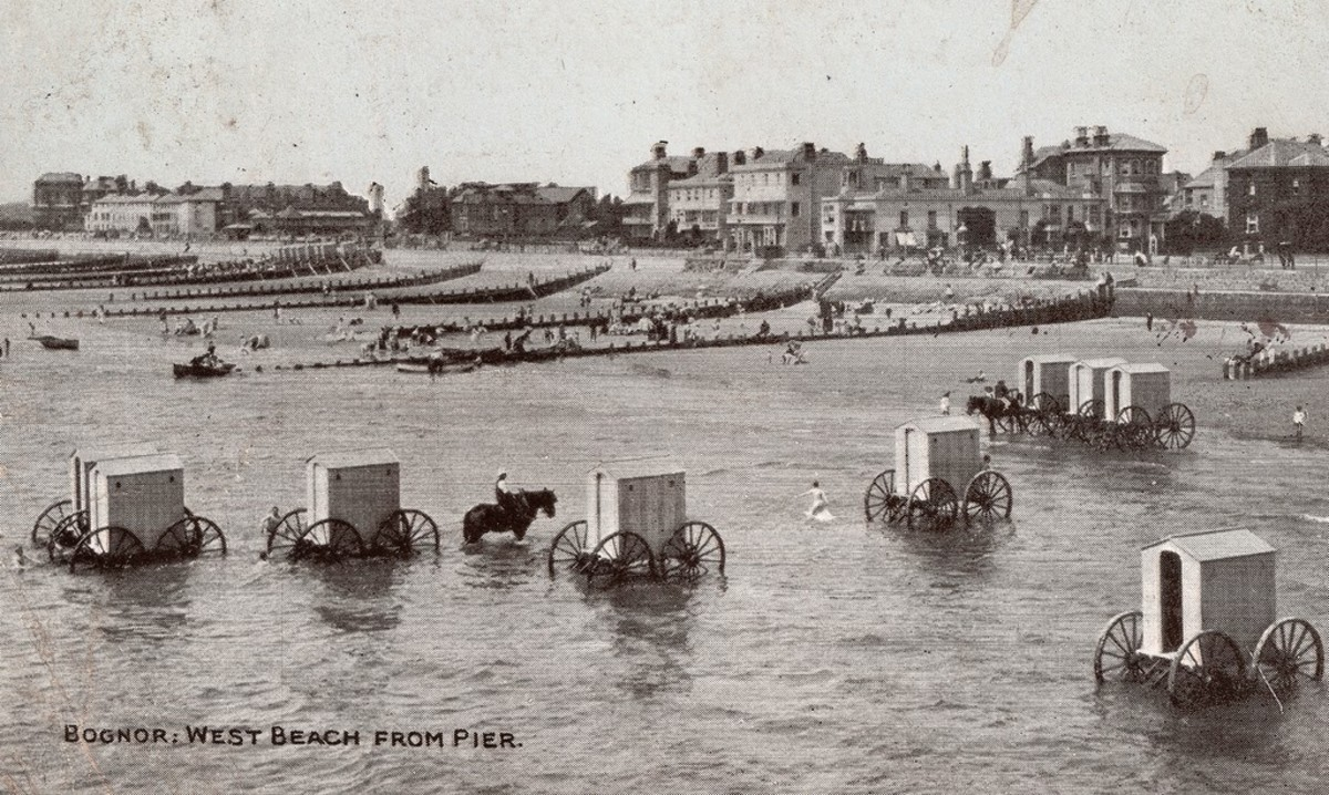 A view of the seafront at Bognor Regis, West Sussex, and all of the wheeled bathing machines, circa 1905.