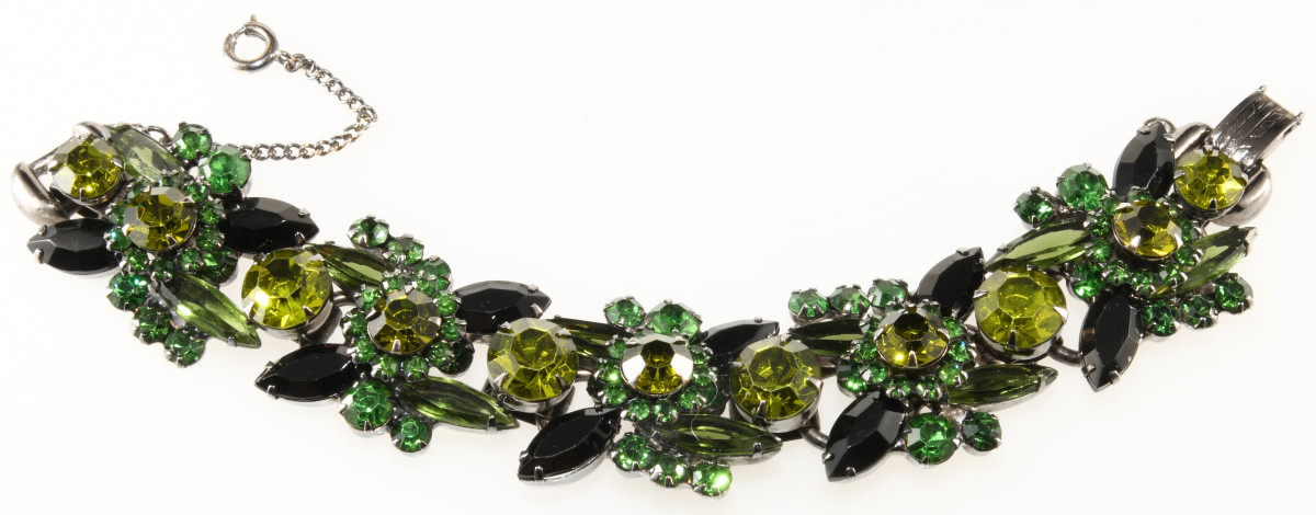 Juliana bracelet with olivine and black rhinestones. The back of the back of the bracelet shows five-link construction.