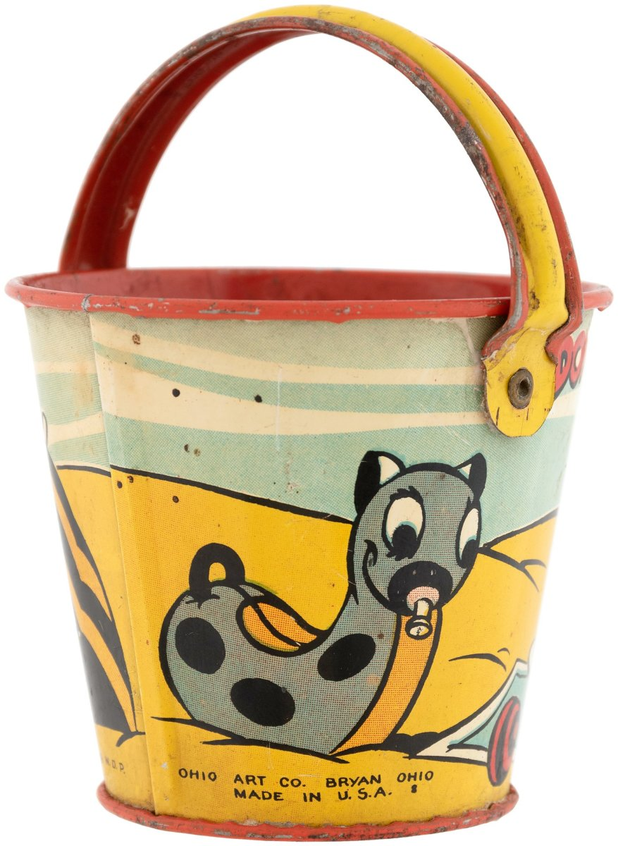 The other side of the Donald Duck pail shows a cute beach toy.