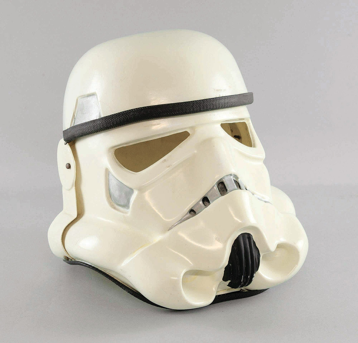 A Stormtropper helmet.