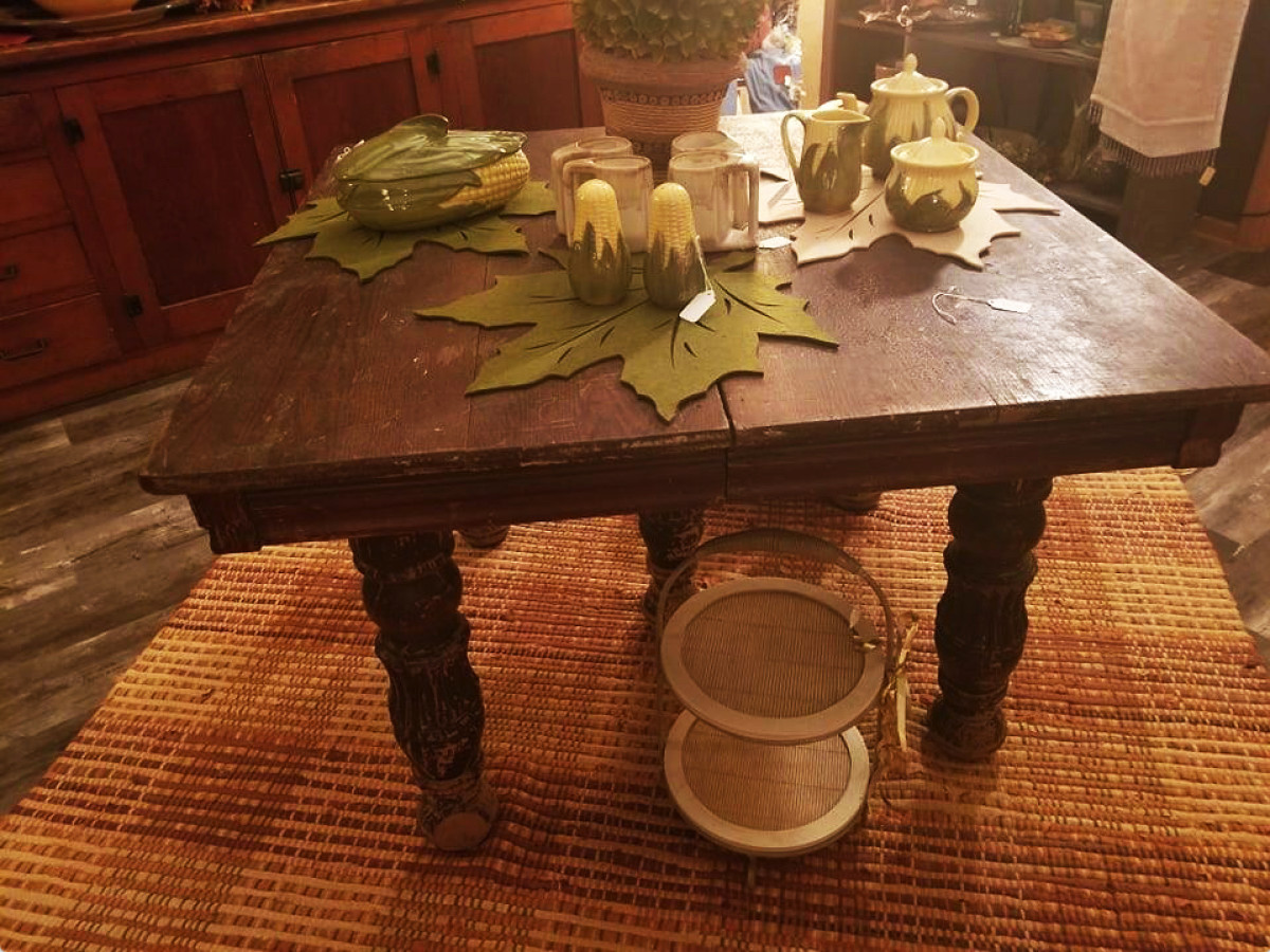 """Van Beek is most drawn to what she calls a """"shabby chic crusty look."""" Signs of age such as rust, scratches and chipped paint give furnishings that """"lived in"""" look."""
