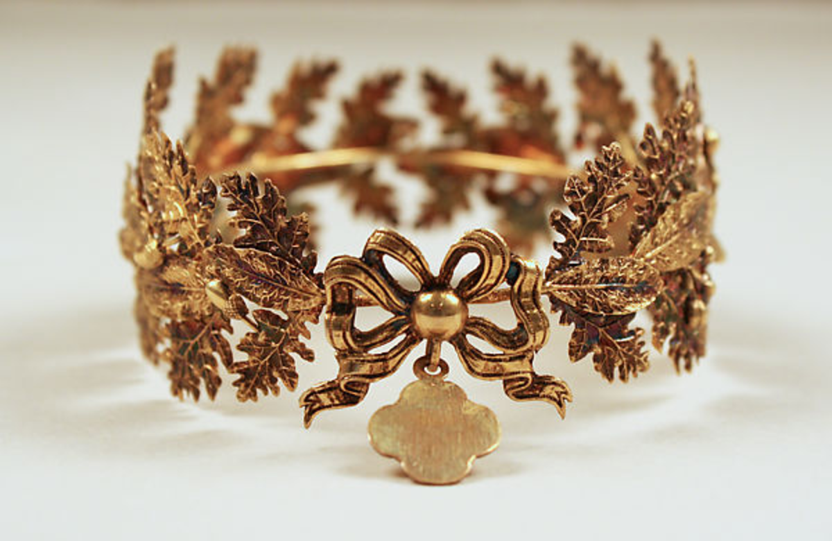 The back of the copper-gilt tiara.