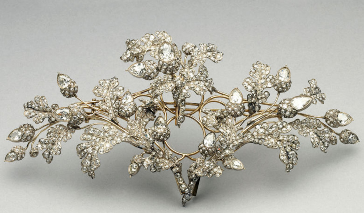 The tiara converted into a brooch.