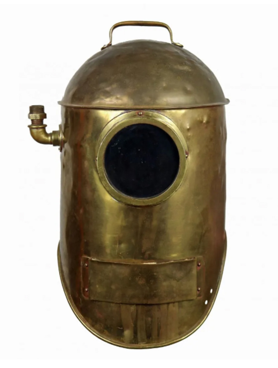 A 1915 bronze diving helmet called the 'Divinhood' was possibly used in silent movies.