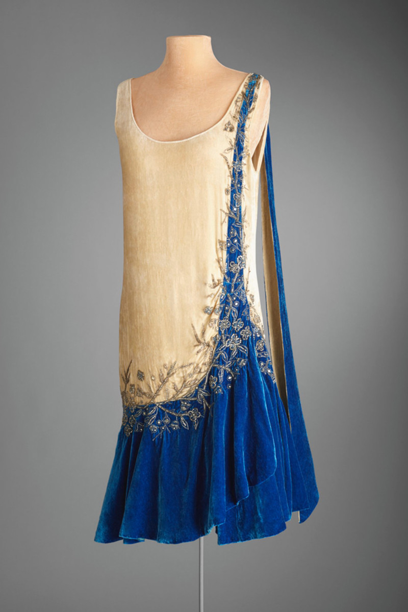 Evening dress, Mme. Frances, Inc., New York, circa 1925, silk velvet and rhinestones.