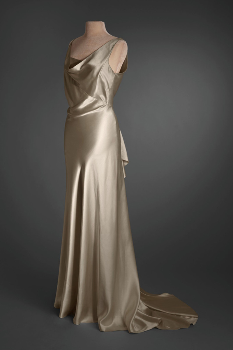 Post didn't care about labels and removed the tag from this cream silk crêpe and cream organza evening dress, circa 1933.