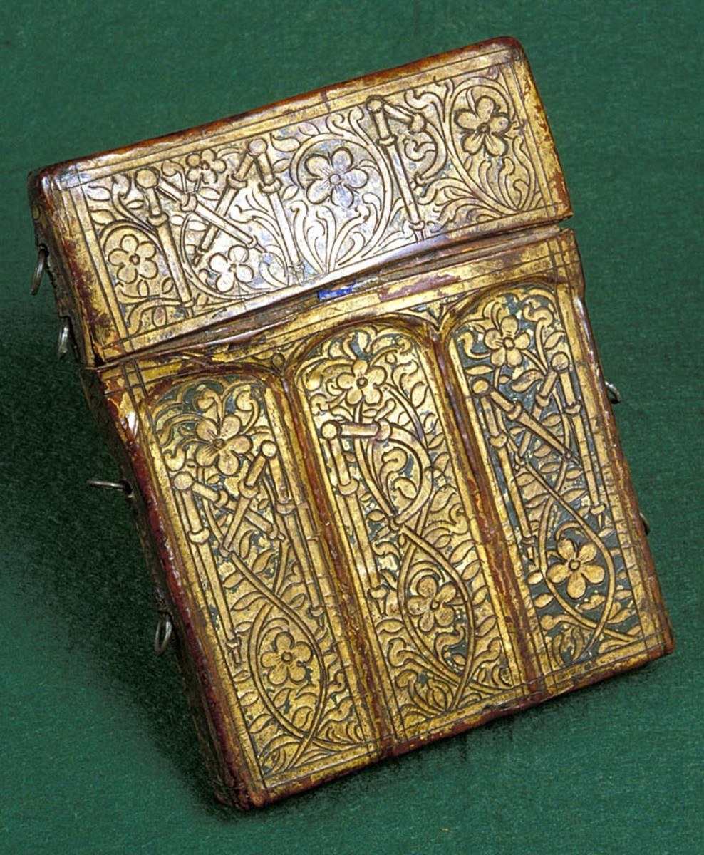 The ornate carrying case.