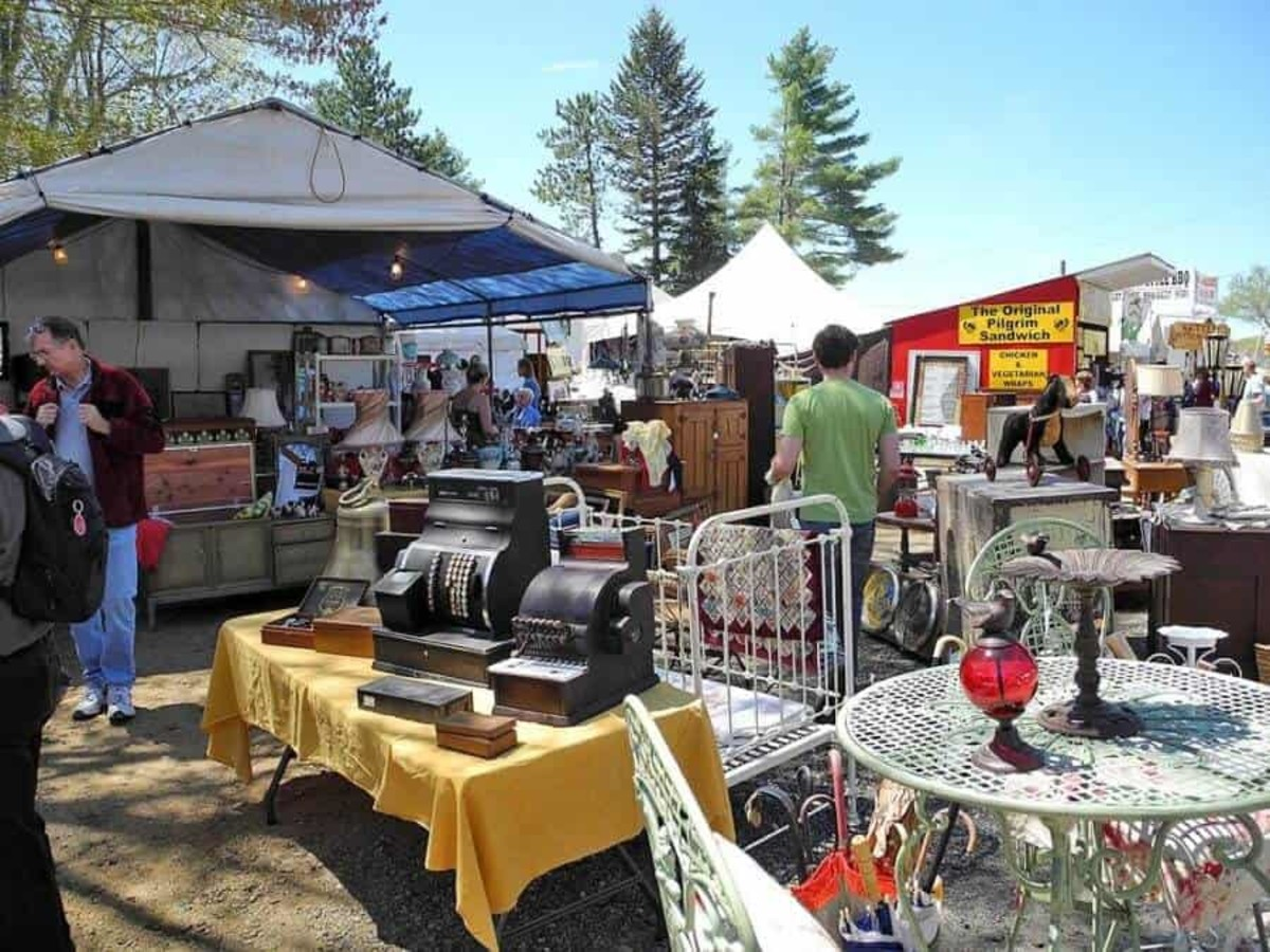 Featuring 5,000 dealers, Brimfield Antique Flea Markets is believed to be the most popular and largest such event in the U.S.