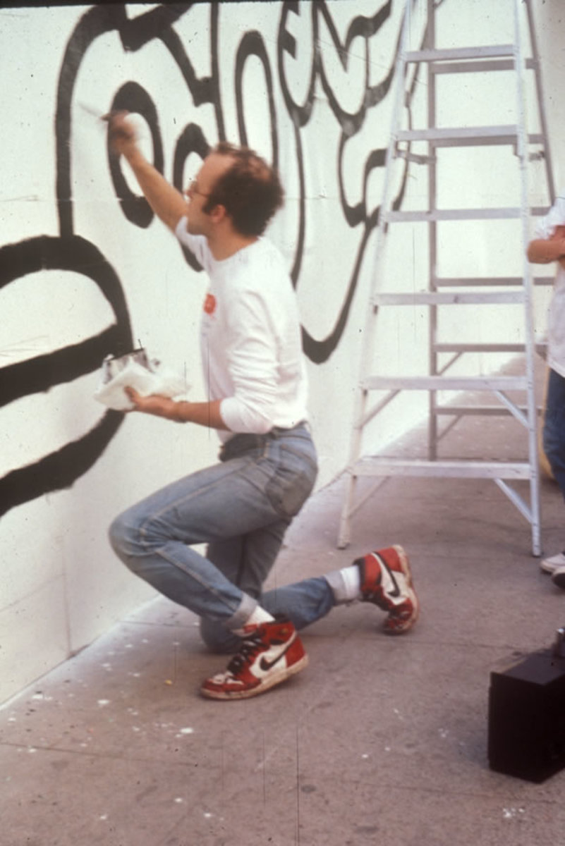 Street artist Keith Haring working on a large mural in Phoenix, 1986.