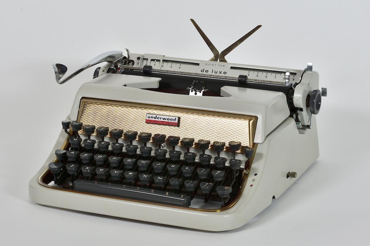 Underwood Deluxe Portable, 1957