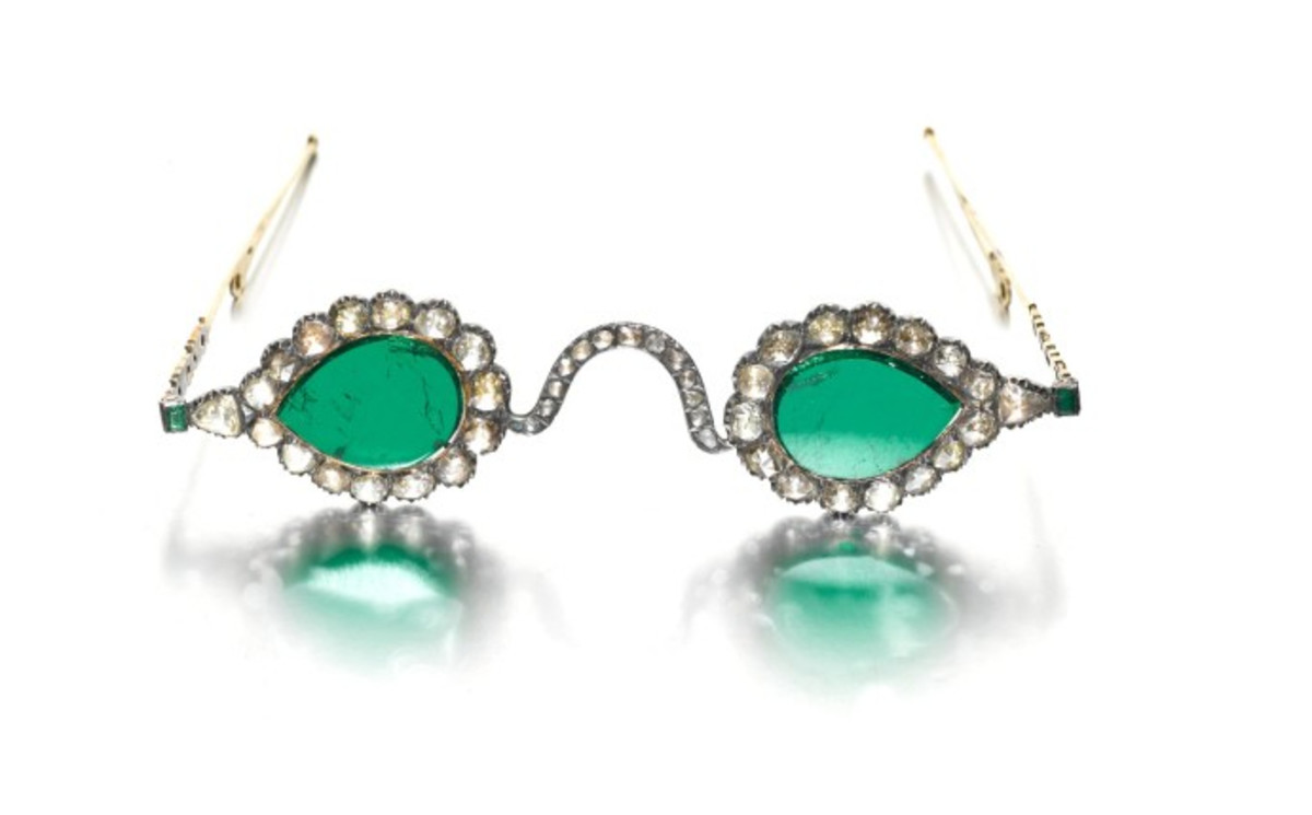 The Gate of Paradise spectacles with emerald lenses. Emeralds were believed to have held miraculous powers to heal and ward off evil.