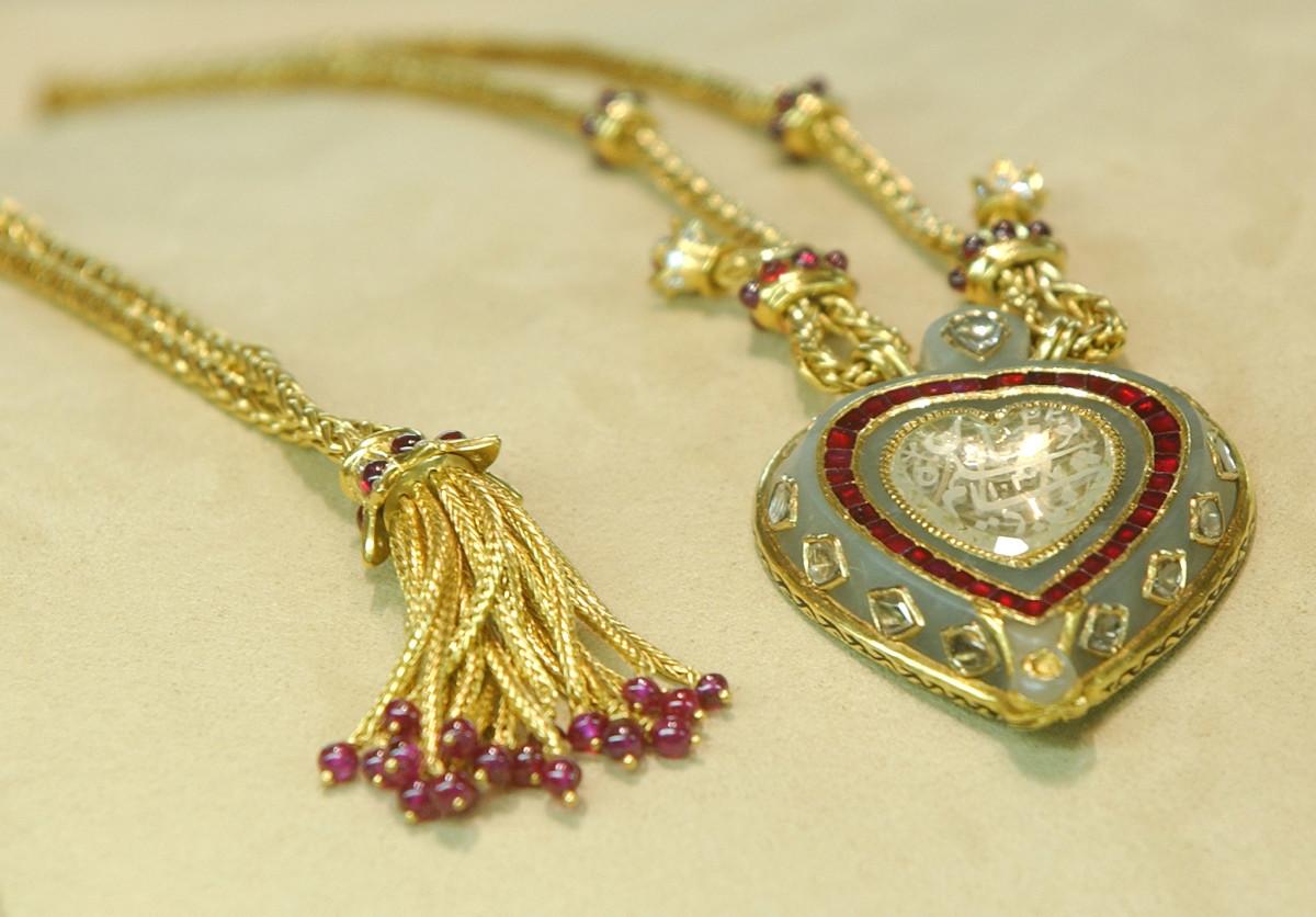 Liz Taylor Taj Mahal necklace