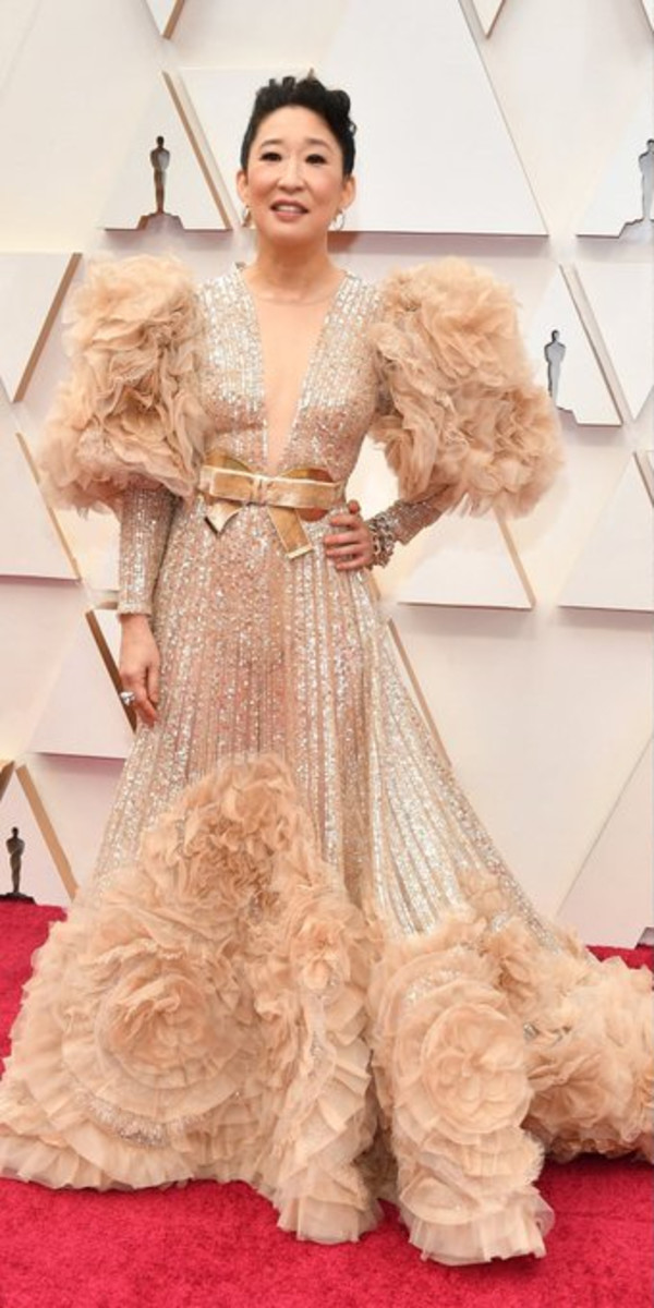 At the 2020 Oscars, actress Sandra Oh, channeled classic Hollywood in this Elie Saab creation that pays homage to the iconic Letty Lynton dress.